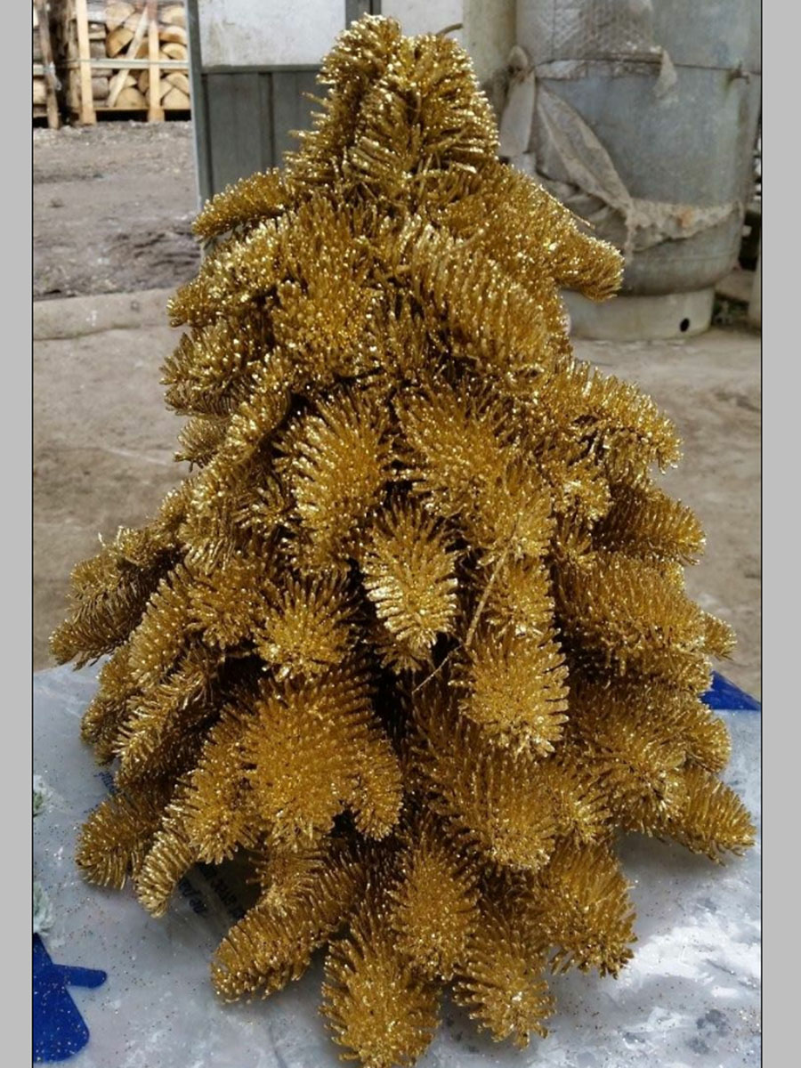 Sapin reconstitué avec branches de Nobilis naturel peint en couleur or