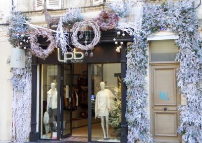 décor-blanc-noel-facade-vitrine
